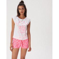 966af7c809c7f9 Piżama dwuczęściowa z kocią grafiką - Różowy. Czerwone piżamy Sinsay, l,  bez wzorów