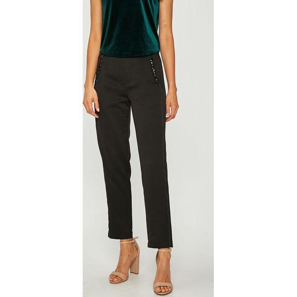 2d63f0ead4e49 Guess Jeans - Spodnie - Spodnie materiałowe marki Guess Jeans. W ...