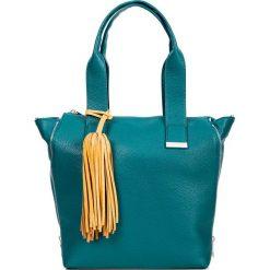 1f5f795f871bf Prostokątna zielona shopperka z chwostem QUIOSQUE. Zielone shopper bag marki  QUIOSQUE