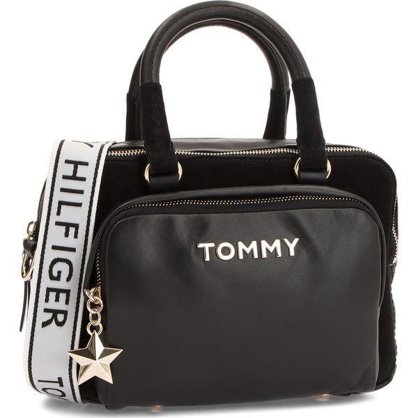a0f4c82897df1 Torebka TOMMY HILFIGER - Corp Highlight Duffl AW0AW05722 002 - Torebki  klasyczne marki Tommy Hilfiger. W wyprzedaży za 549.00 zł.