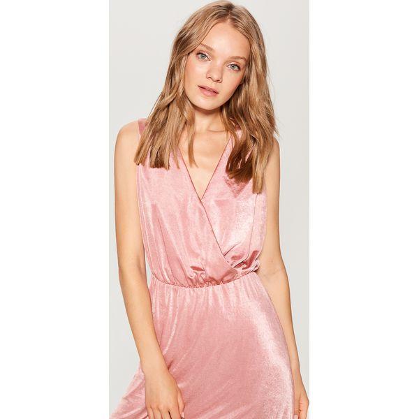 b3fed0663e Kopertowa sukienka midi - Różowy - Czerwone kombinezony marki Mohito ...