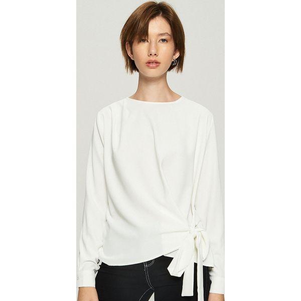 Bluzka z wiązaniem - Kremowy - Bluzki marki Sinsay. W wyprzedaży za ... 1194b1d3aa
