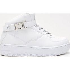 7b7c5df4943e52 Sportowe buty z zapięciem na kostce - Biały. Białe buty treningowe marki  Cropp, sportowe ...