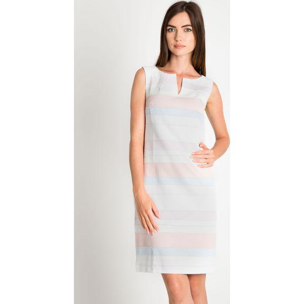 72a1b04b938e29 Dopasowana sukienka w pastelowe pasy QUIOSQUE - Białe sukienki marki ...