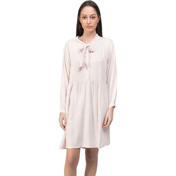 5d0a5f74c5 Sukienka w kolorze kremowym - Białe sukienki marki Dioxide
