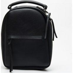 e9ae1aaebf879 Brokatowy plecak z kieszenią - Czarny - Plecaki marki Sinsay. W ...