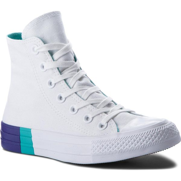 feb4a9174c85f Trampki sportowe marki Converse - Kolekcja wiosna 2019 - Moda w Women's  Health