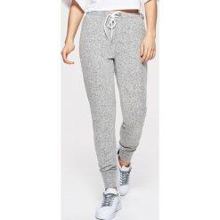 3a5e134c2a5b Dresowe joggery - Jasny szary. Spodnie dresowe marki Cropp. W wyprzedaży za  39.99 zł ...