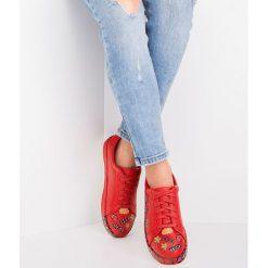 Czerwone buty sportowe lifestyle ze sklepu Twojeobuwie.pl