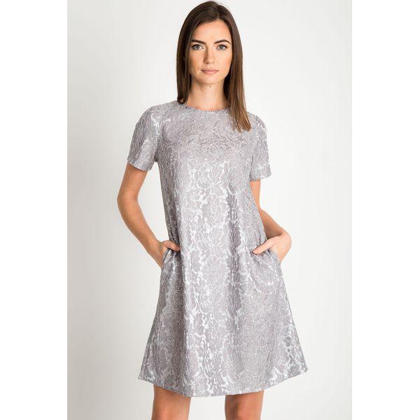 fcc145c102 Srebrna sukienka z koronką QUIOSQUE - Szare sukienki marki QUIOSQUE ...