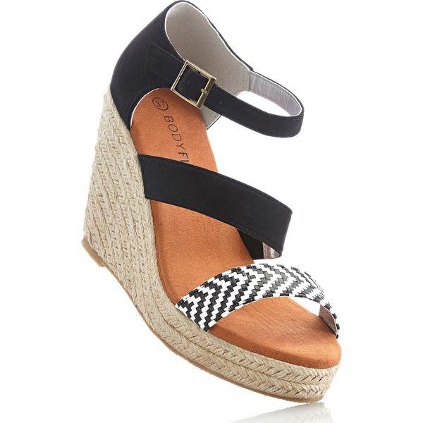 c8200c5e142d29 Sandały na koturnie bonprix czarny - Czarne sandały marki bonprix, w ...