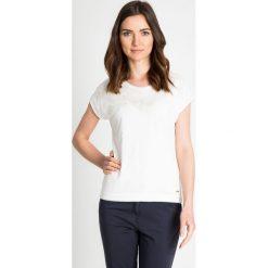 71d653779f Biała bluzka z delikatnym kwiatowym wzorem QUIOSQUE. Bluzki marki QUIOSQUE.  W wyprzedaży za 59.99