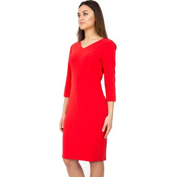 Dopasowana czerwona sukienka z rękawem 34 BIALCON
